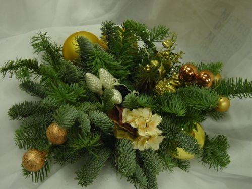 Новогодние композиции из еловых или сосновых веток